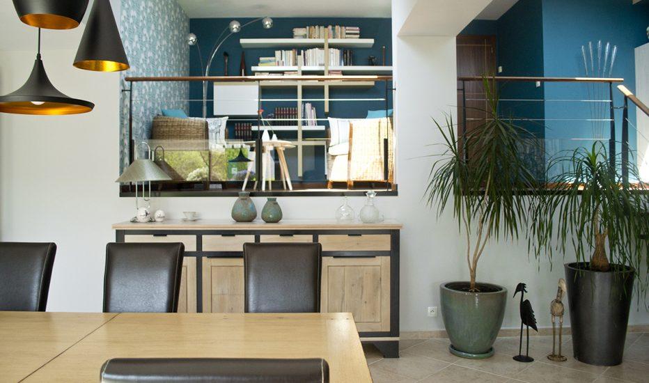Création d'ambiance à Kervignac, pièce de vie, mezzanine, cuisine, by Agence BFB, peinture bleue canard