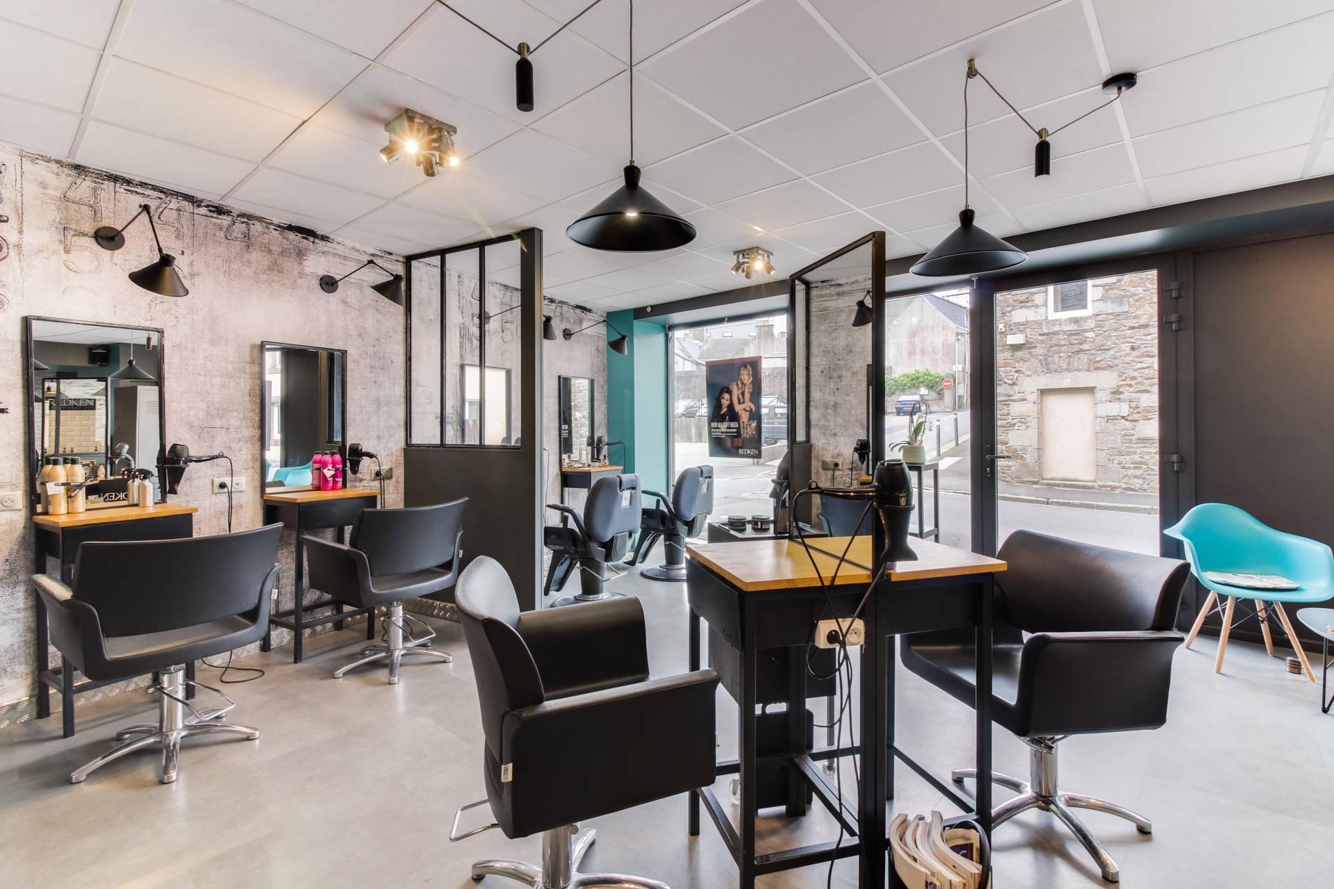 Réaménagement  d'un salon de coiffure avec agrandissement