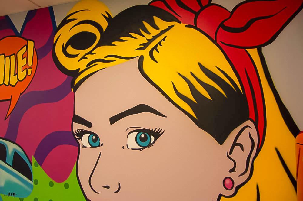 Aménagement et décoration Salle de Pause en agroalimentaire - Agence BFB Lorient, ïle de Ré - salle restauration Pontivy - - Détail fresque murale Pop Art peinte à la main