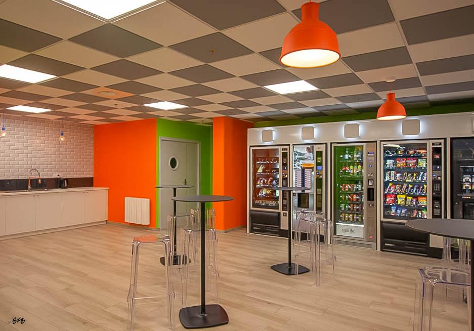 Aménagement et décoration Salle de Pause en agroalimentaire - Agence BFB Lorient, ïle de Ré - salle restauration Pontivy - - Espace cuisine et mange debout - Pontivy