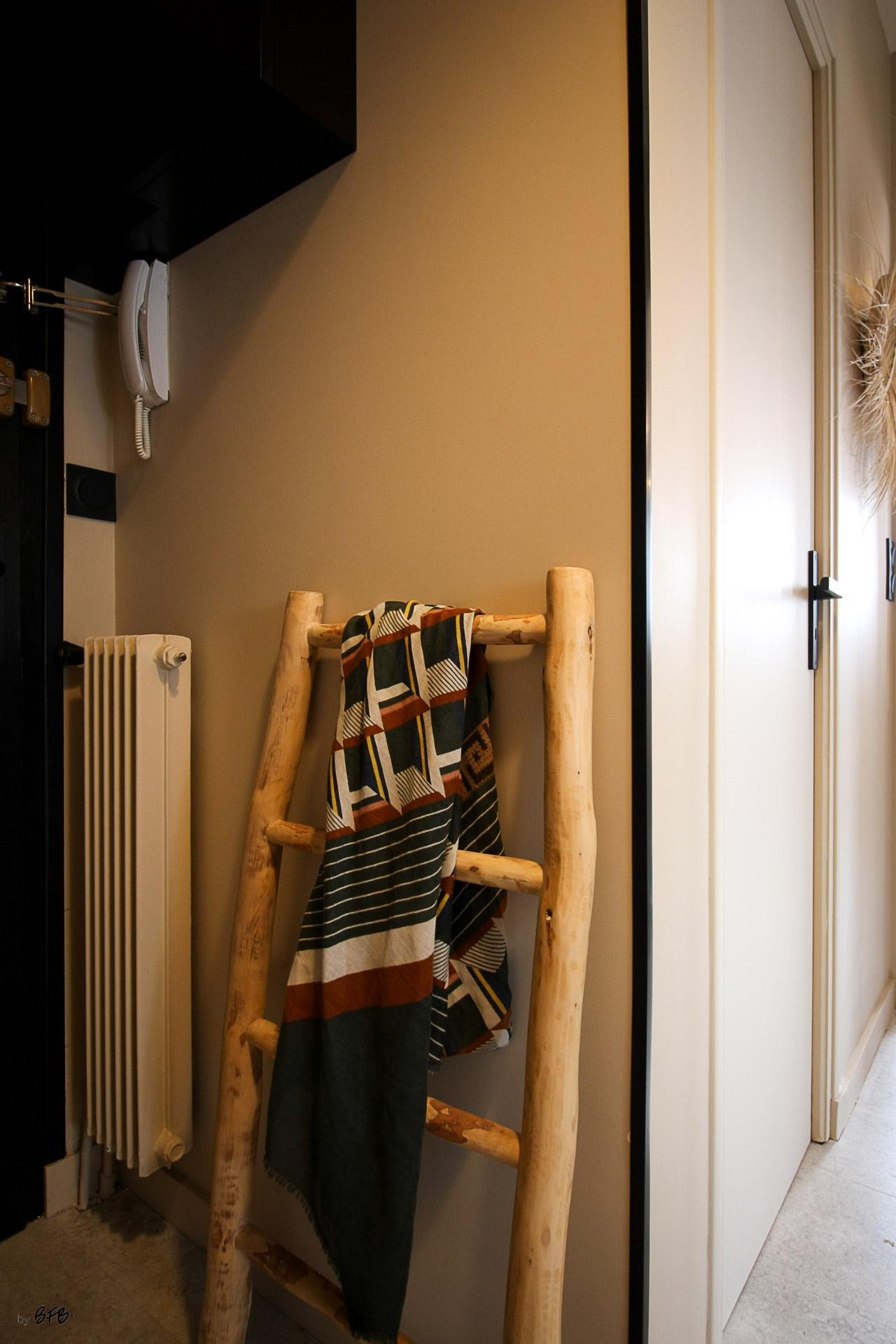 Rénovation appartement Ploemeur by Agence BFB Morbihan et Ile de Ré, l'entrée style ethnic chic