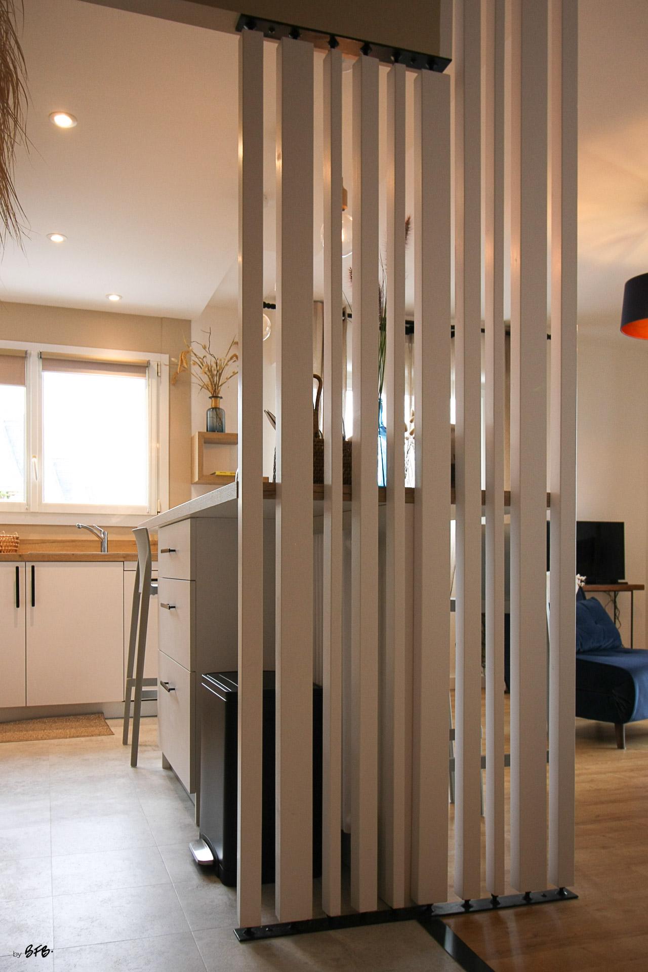Rénovation appartement Ploemeur by Agence BFB Morbihan et Ile de Ré, le claustra acier et bois