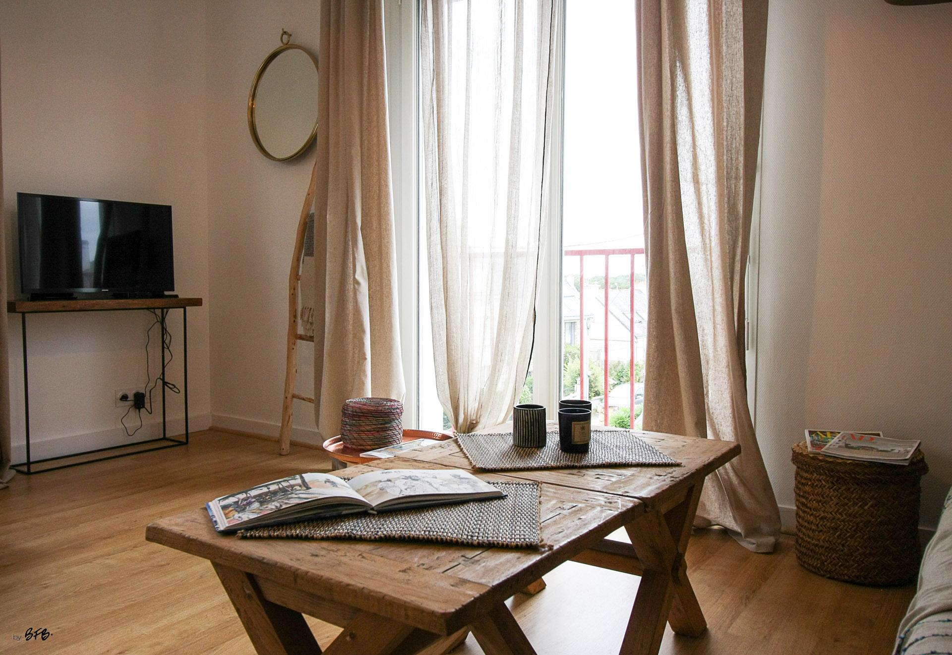 Rénovation appartement Ploemeur by Agence BFB Morbihan et Ile de Ré, espace télé, ethnic chic