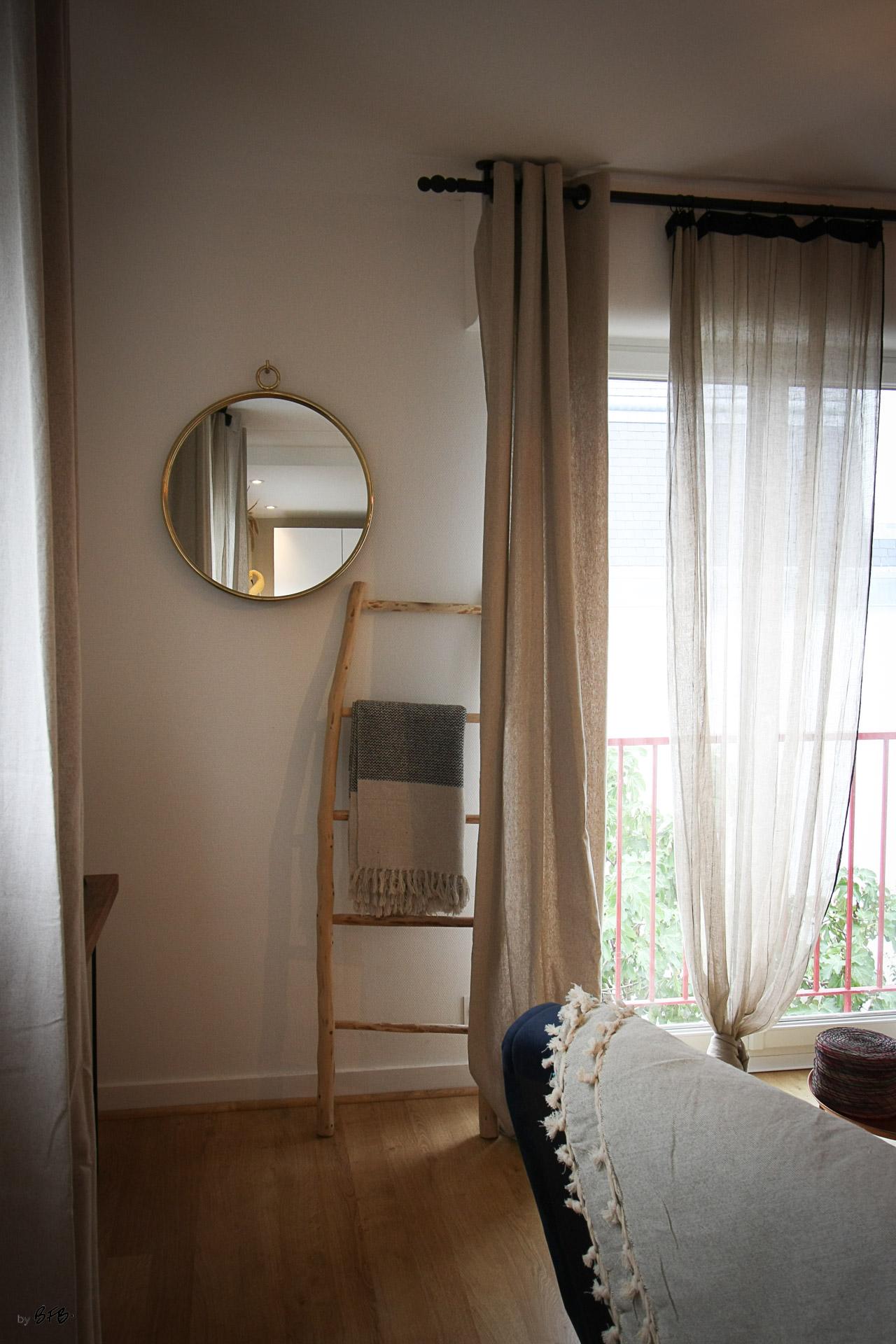 Rénovation appartement Ploemeur by Agence BFB Morbihan et Ile de Ré, le salon ethnic chic, échelle bois