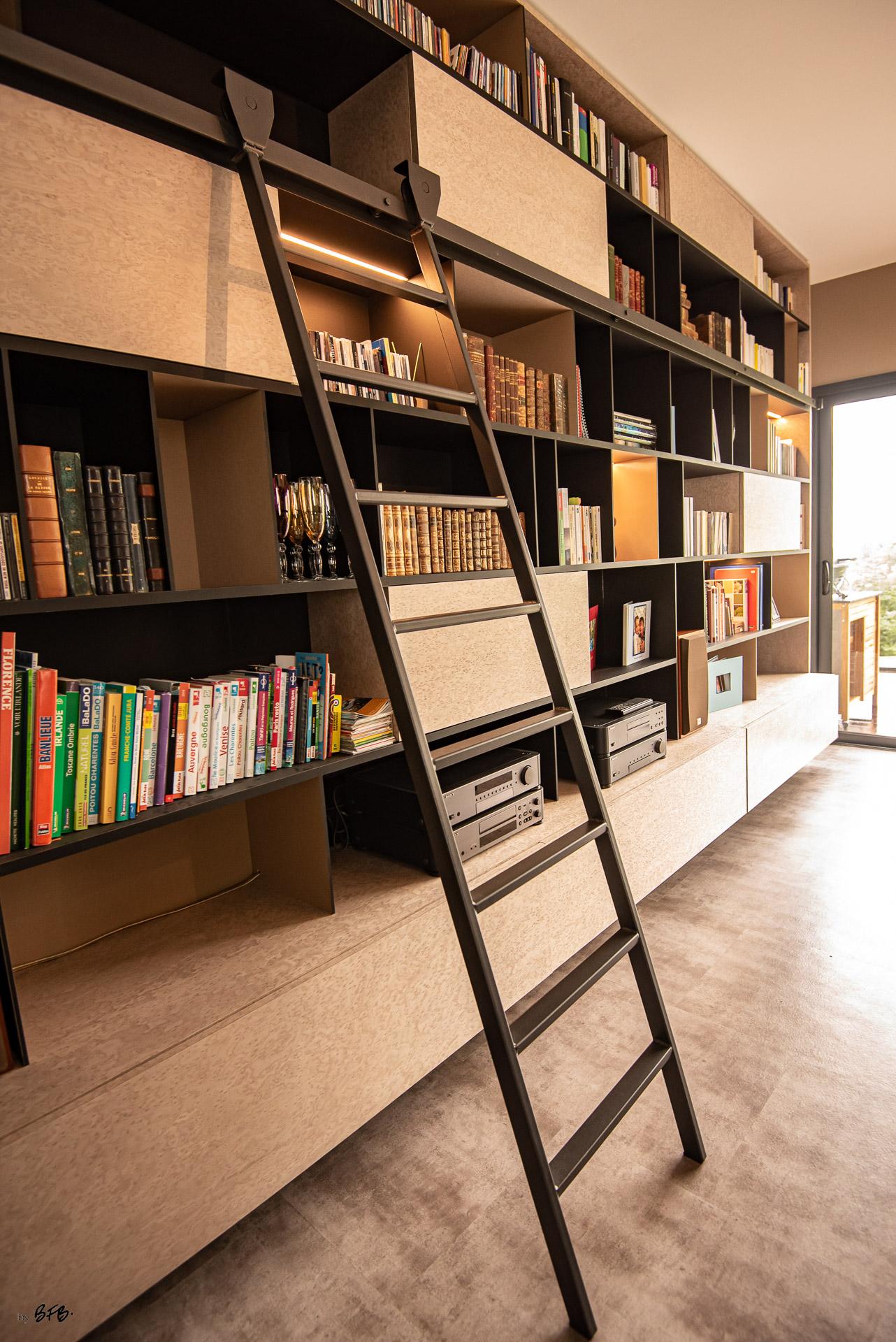Création ambiance, rénovation, extension, maison à Brest, by Agence BFB Morbihan & Ile de Ré, bibliothèque désigné par l'agence, bois, laiton et acier