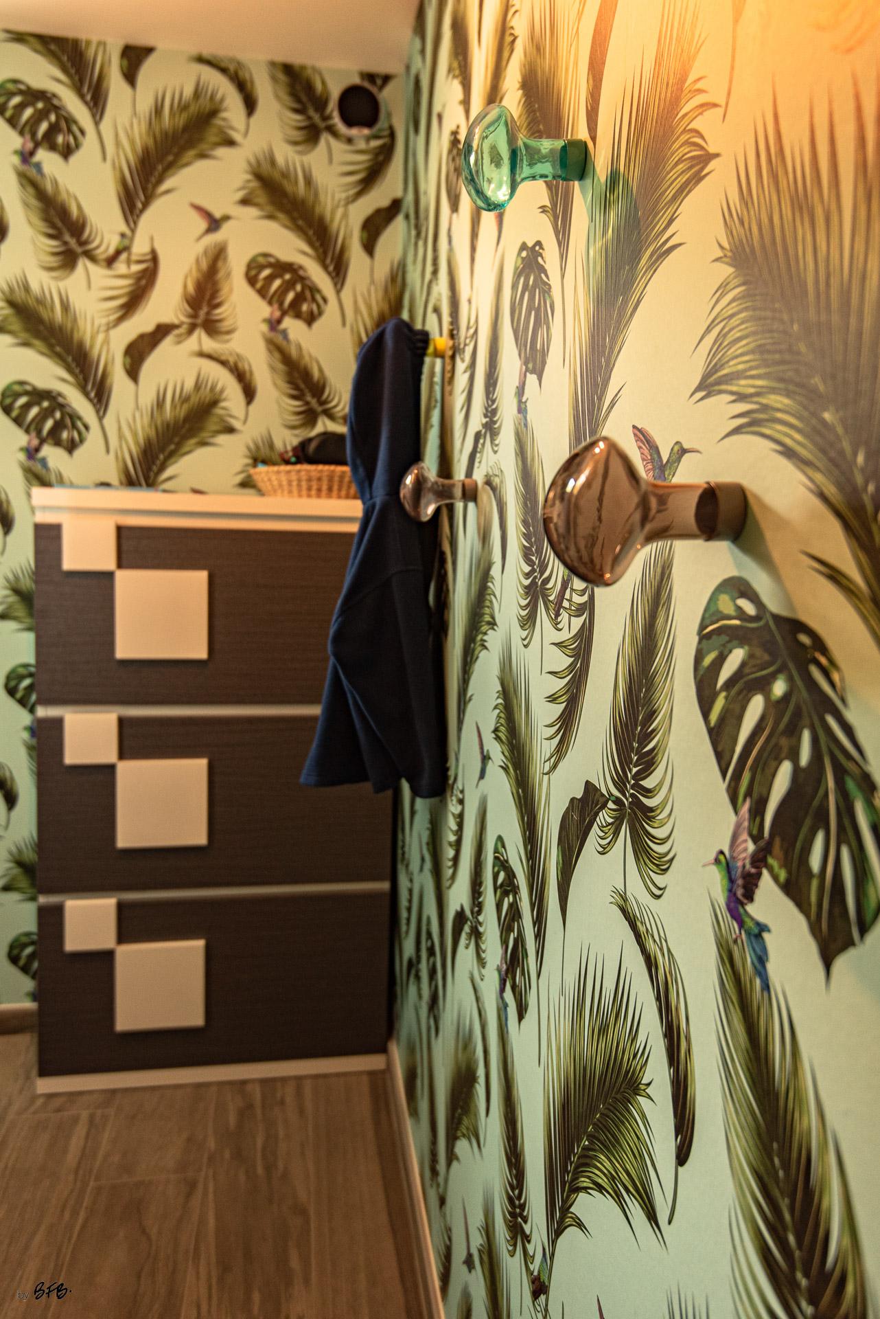 Création ambiance, rénovation, extension, maison à Brest, by Agence BFB Morbihan & Ile de Ré, dégagement vers le jardin avec ses végétaux et ses patères @Petite Frture