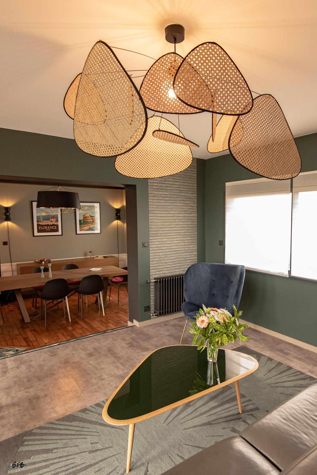 Création ambiance, rénovation, extension, maison à Brest, by Agence BFB Morbihan & Ile de Ré, focus matières nobles laque verte, velours bleu, tapis laine vert, cannage