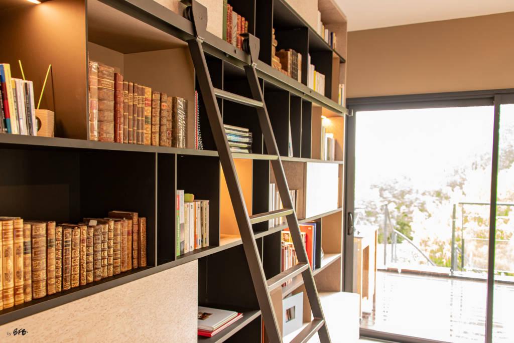 Création ambiance, rénovation, extension, maison à Brest, by Agence BFB Morbihan & Ile de Ré, bibliohtèque désigné par l'agence, matières nobles