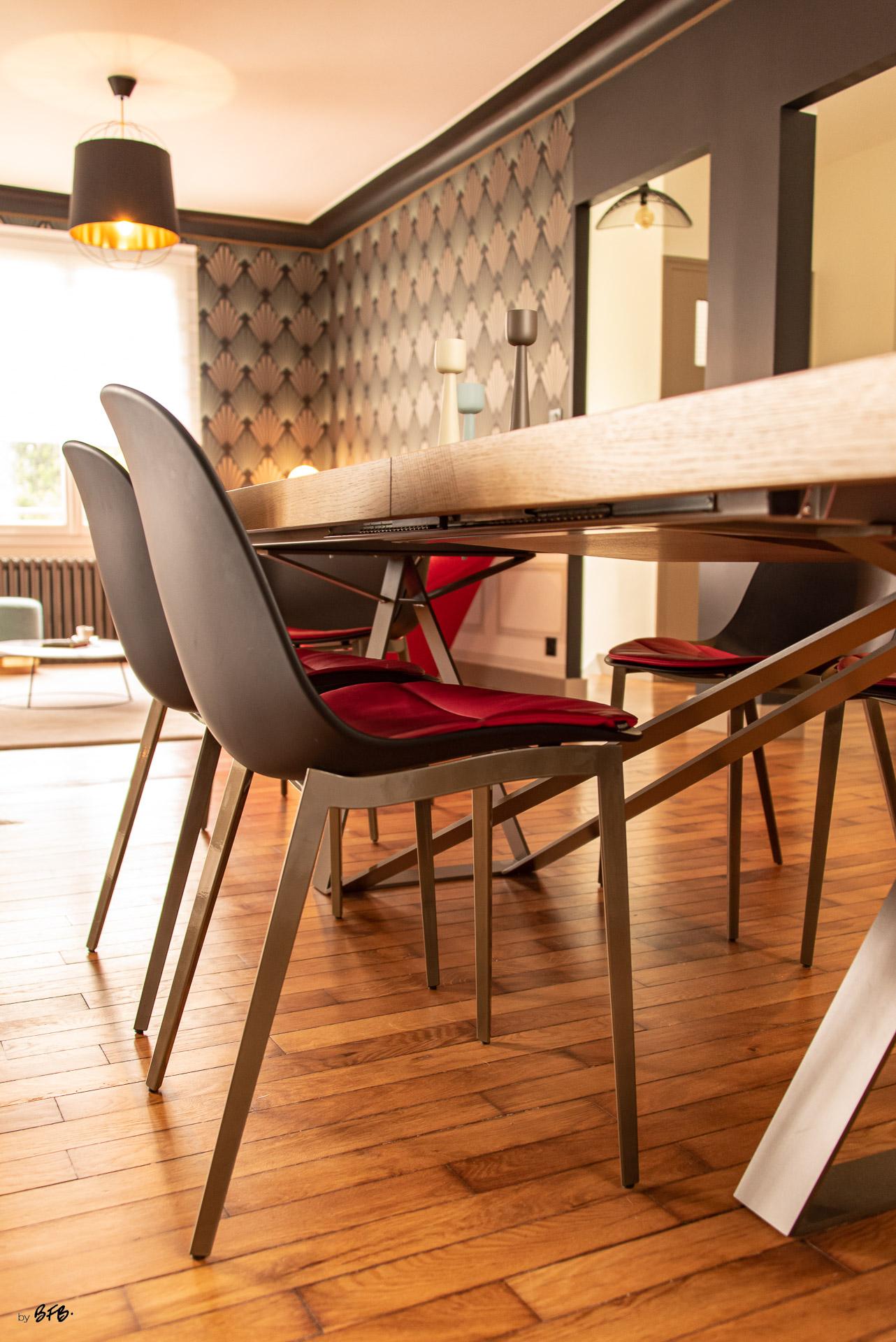 Création ambiance, rénovation, extension, maison à Brest, by Agence BFB Morbihan & Ile de Ré, style Art-Déco pour le papier peint, table @Roche-Bobois
