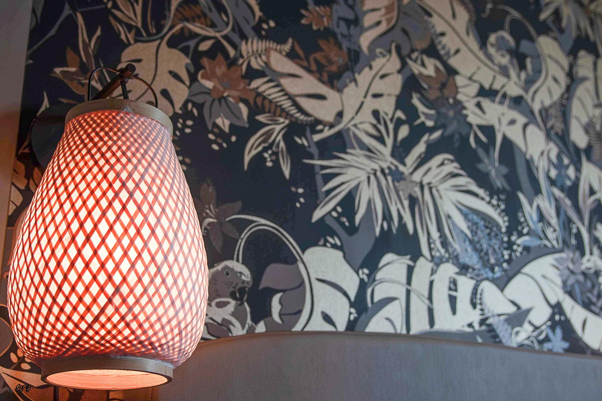 Suite parentale sur le thème des voyages, by Agence BFB, Morbihan et île de Ré, revêtment mural et applique murale bois